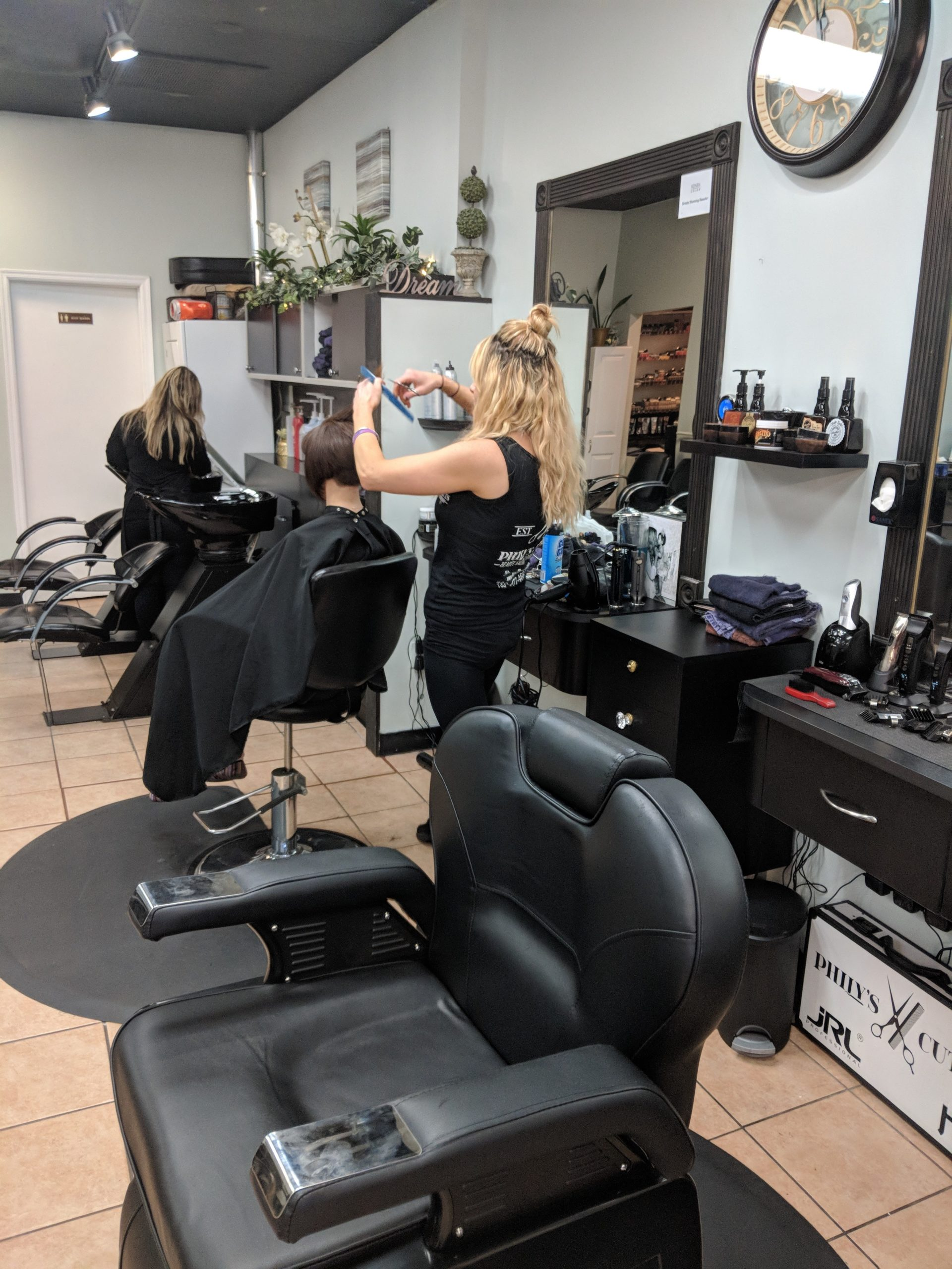 Phily's Cuts, Brick NJ, Stylists working, Cutting hair, hair, hairstyle, Women's grooming
